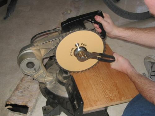 Tighten-Reverse-Nut-on-Mitre-Saw