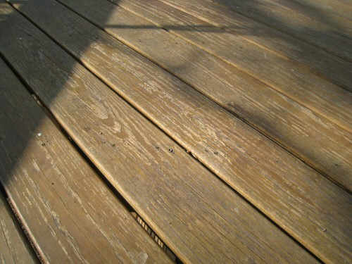 behr-deck-sealer-22-months-close-up