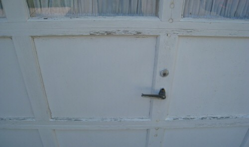 pealing-paint-garage-door-up-close