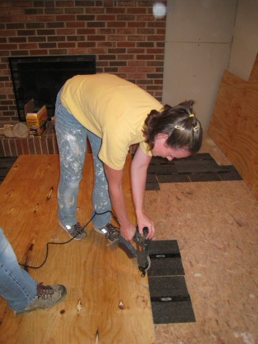 fasten-the-subfloor-using-a-screwgun