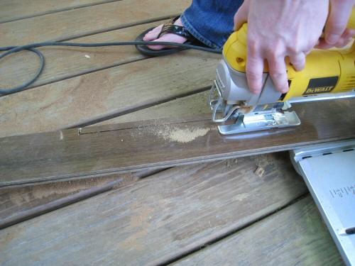 use-a-jigsaw-to-cut-the-hardwood-board