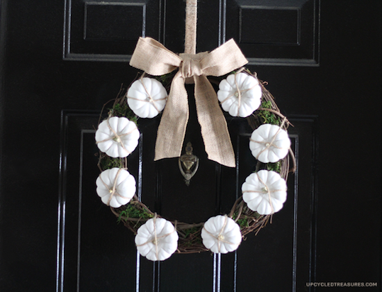 white-pumpkin-wreath-upcycledtreasures