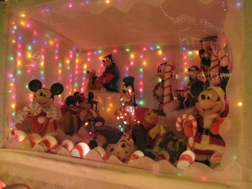 disney-christmas-display