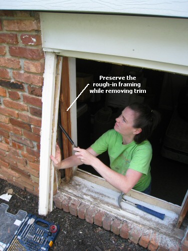 remove-exterior-window-trimmings-for-replacement-windows
