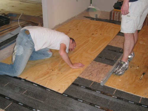 How To Level A Plywood Or OSB Subfloor Using Asphalt Shingles - Subfloor leveling techniques