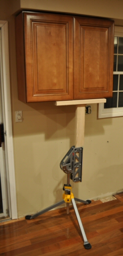 jawstand-holding-kitchen-cabinet