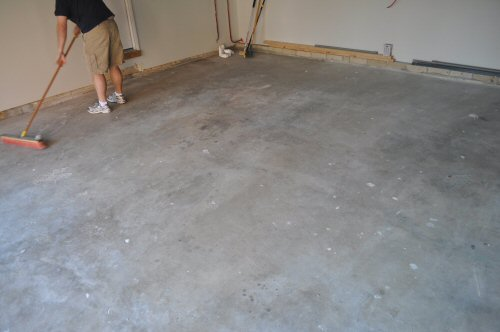 How to paint an epoxy concrete floor coating quikrete for How to clean concrete floors before staining