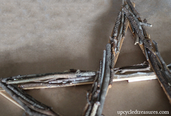 add-twigs-to-wood-shim-star-wreath-upcycledtreasures